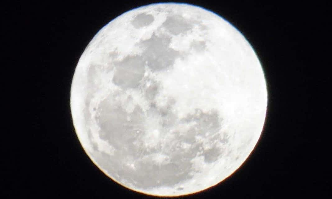 *** Почему женщины чувствительны к Луне Жизни Природе Душе Вселенной Чандра Селена Дана Жива Диана ***